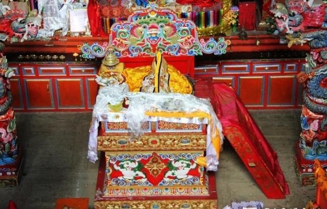 这座寺庙与约瑟夫洛克有深缘,至今仍保存他的遗物