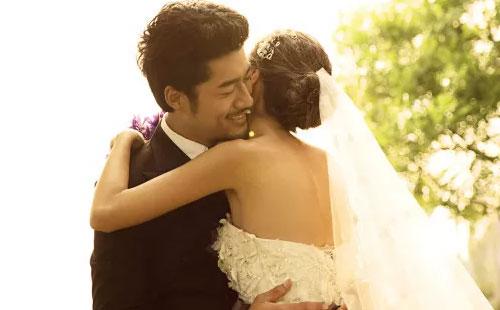 东方婚纱摄影_户外人身摄影东方模特