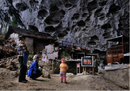 """探访贵州深山里的亚洲现存惟一""""穴居部落"""""""