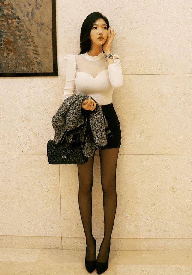 奸淫性感妈妈的丝袜骚穴_紧身包臀裙配黑丝袜高跟鞋, 性感小女生淑女气息