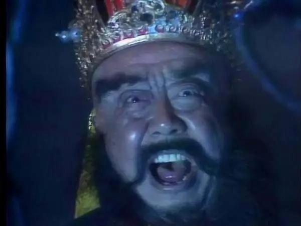 记得《新白娘子传奇》里有一回,许仙被白蛇姐姐的原型吓死过去,