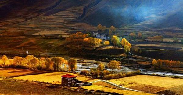 川西有个地方叫甘孜,仿佛上帝一个私藏的绝美之地