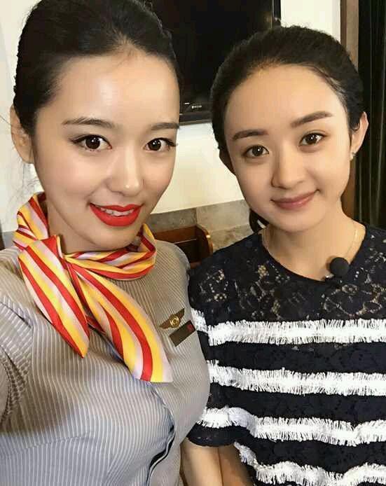 明星素颜和空姐合影,刘亦菲显清纯,董洁完败!
