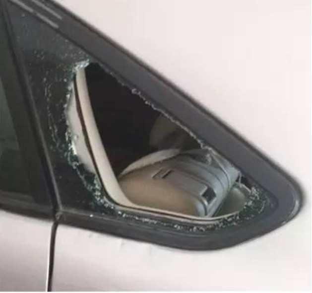 车钥匙锁车里了,我们砸哪块玻璃损失最少