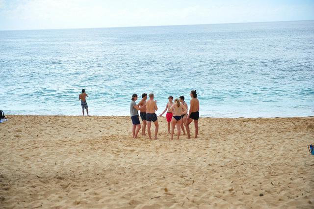 """美国有个""""中国男人的帽子""""岛 海滩比基尼女豪放"""