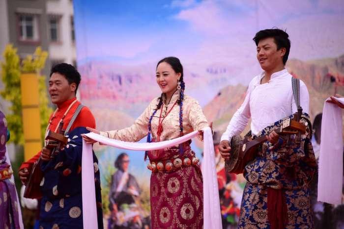 热贡文化旅游节, 青海美女如云