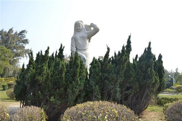 泉州崇武古城园林景观风光 栩栩如生的石雕作品