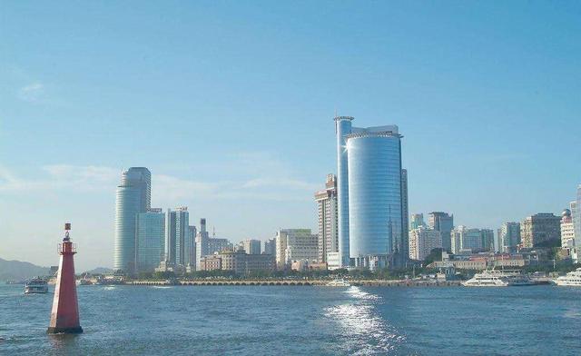 中国南方最干净的一座城市,如今被挤出一线城市