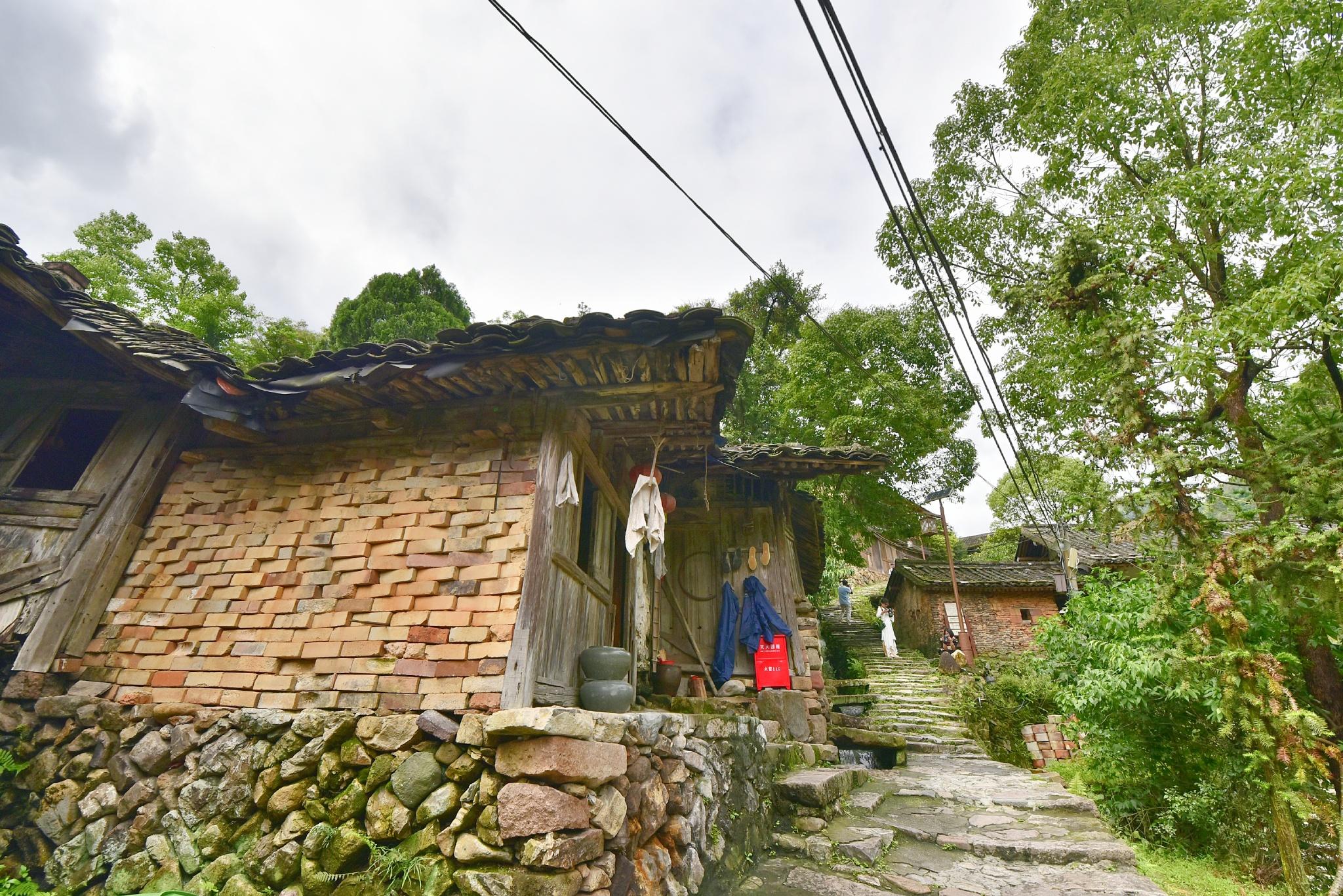 时光隧道里的碗窑古村落