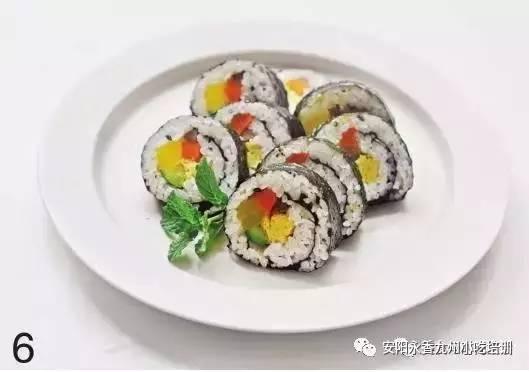 美食 正文  (点击图片可查看大图哦) ② 将寿司海苔放到竹帘上, 糙面