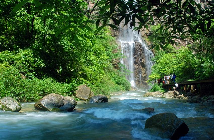 张家界大峡谷 玻璃桥 黄龙洞 宝峰湖 一日游