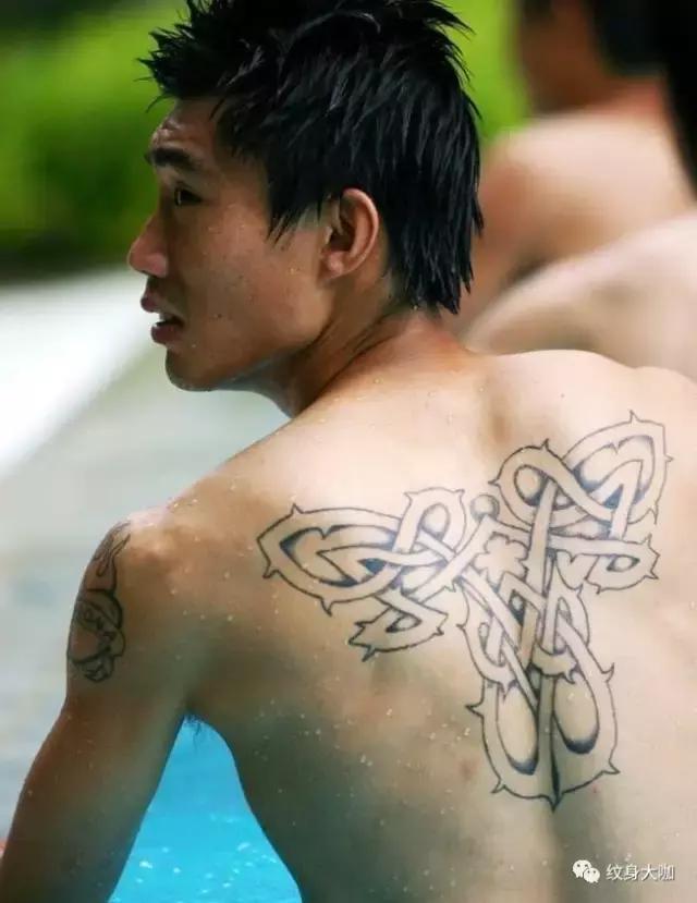 左肩后背纹身图案