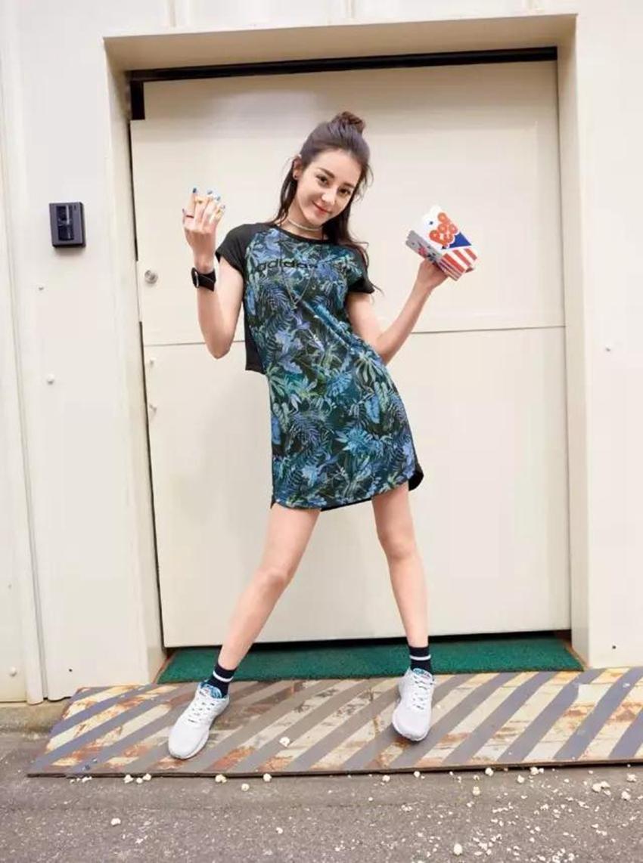 迪丽热巴 她是 adidas neo 最新代言人!