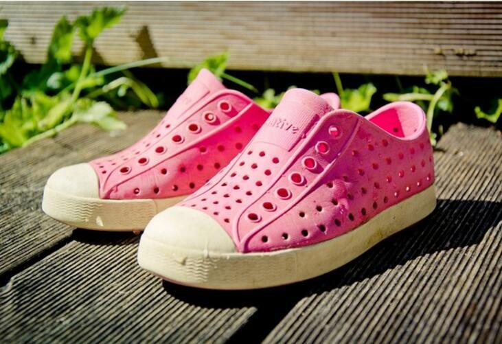 夏天不要再给孩子穿这种鞋了,去检查医生都害怕图片