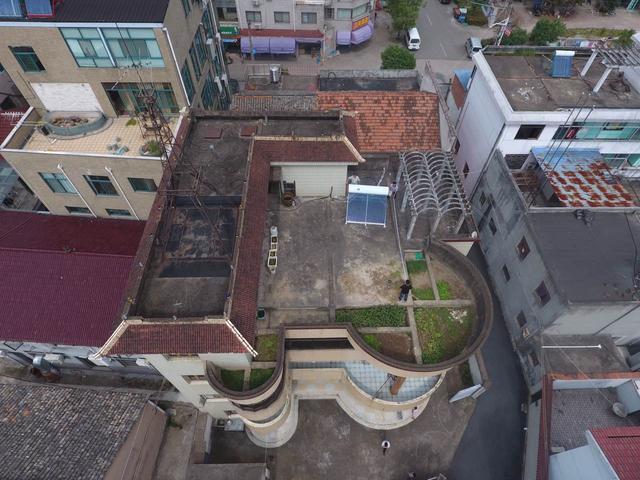 别墅屋顶更适合安装光伏发电哦,附安装前后对比图
