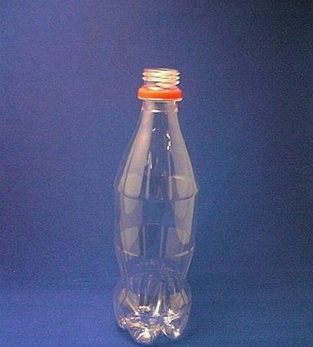 介绍使用到的工具:矿泉水瓶(塑料瓶)一个,剪刀图片