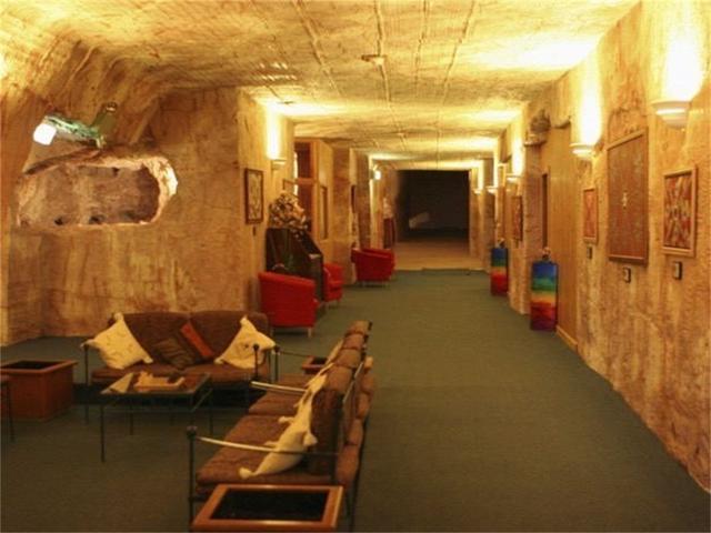 世界上唯一一座地下城,全镇人在地下生活了几十年