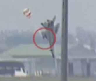 这款飞机巴黎航展坠毁,弹射座椅意外出名!