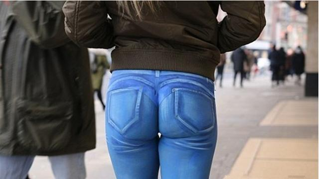 以假乱真,女子画了条 牛仔裤 出门了