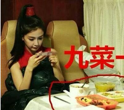 杨颖在画画图片