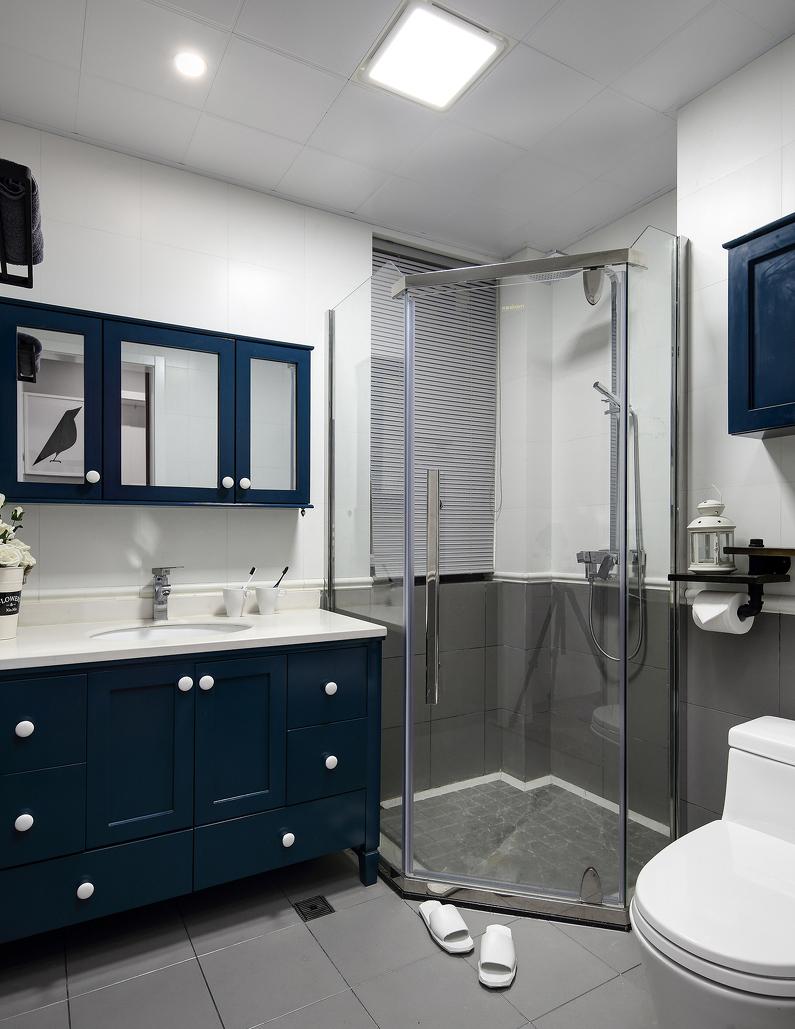 灰色砖,靛青色浴室柜,卫生间干湿分离,实用有质感.
