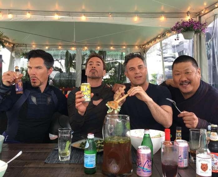 Мстители 4 Twitter: 《复联3》剧照钢铁侠,绿巨人,奇异博士并肩作战!