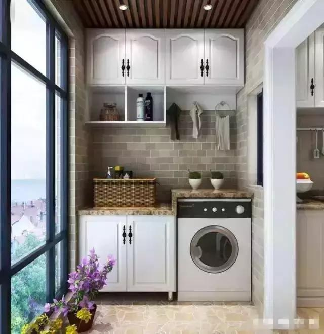 阳台上做个收纳柜非常实用,既可以放洗衣机有能收纳,上面还能做吊柜