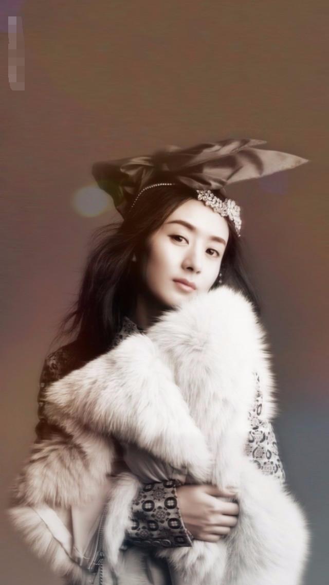 赵丽颖是戴皇冠最美的女星,小土妞变身女王范儿