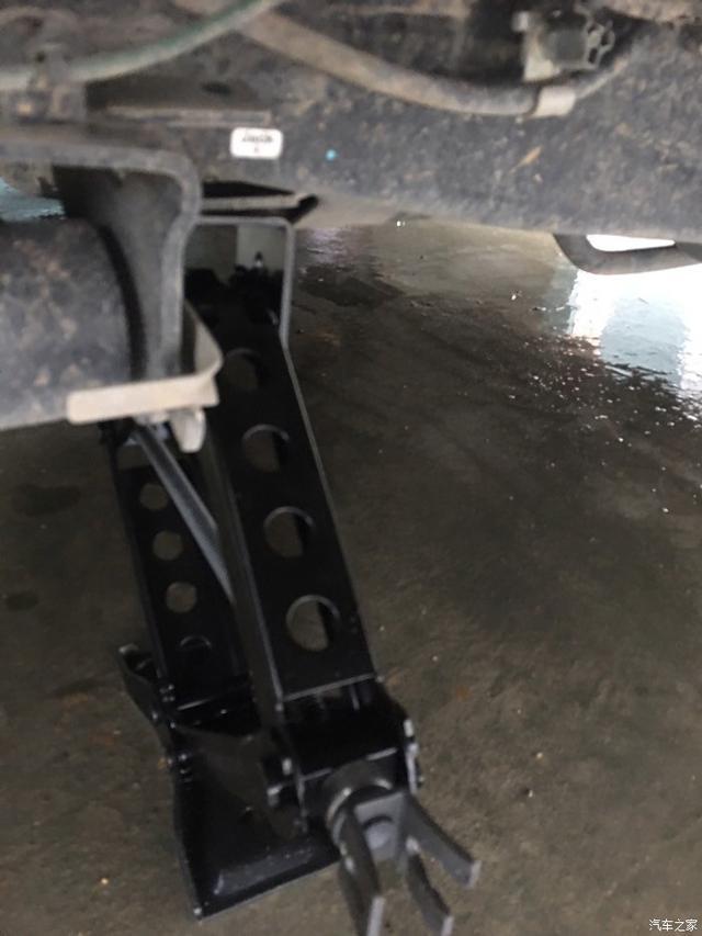 老司机告诉你千斤顶的正确位置,换胎的正确方法图片