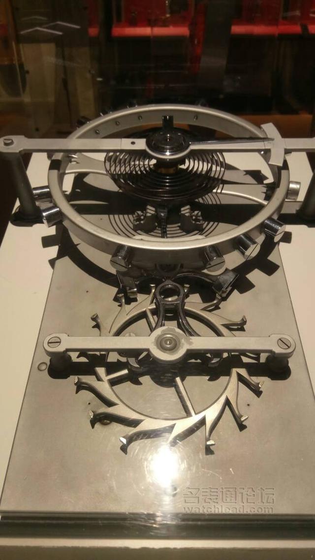 确实,各种结构各种造型应有尽有,论机械钟表加工最后三道门坎,我们皆
