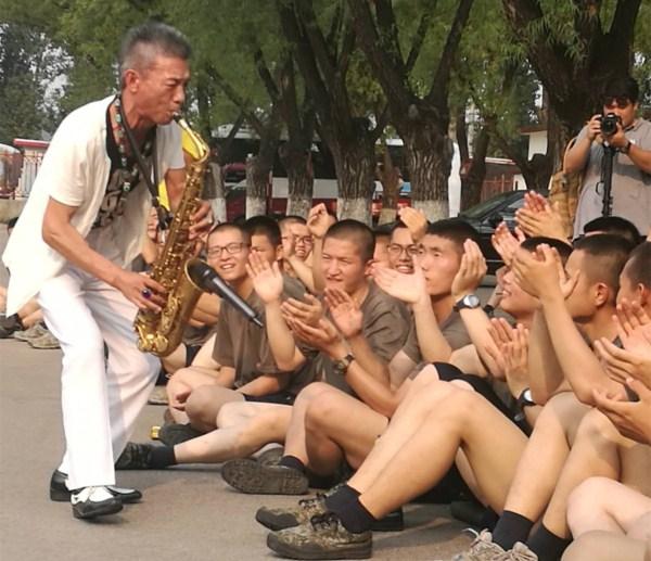 6周年 黑骏马歌舞团走进部队慰问演出