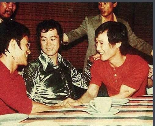 大圈帮头子陈志坚_他与李小龙齐名黑白通吃,KO日本拳王,那他是谁?