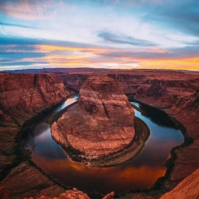 世界七大奇观之一的亚利桑那州大峡谷,地形险峻绮丽,色彩夺目