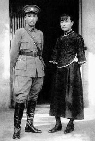 蒋宋联姻是政治婚姻不假,蒋氏夫妇间也不乏亲情,但陈洁如才是蒋介石
