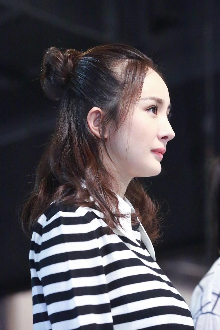 刘诗诗江疏影都换上半丸子 发型还是扎一半最时髦