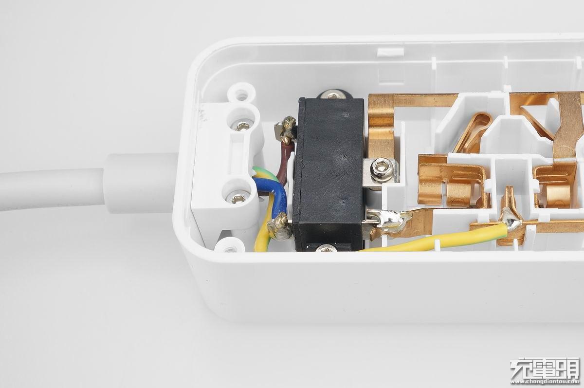 开关模块使用了集成10a过流保护,led通电指示灯的船型翘板开关,线材