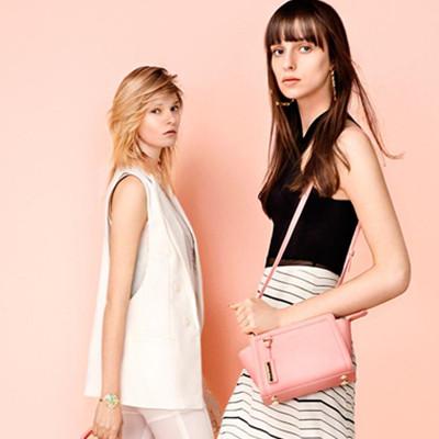 粉色包包怎么搭配衣服告诉你粉色包包应该怎么样|粉色包包怎么搭配衣服:告诉你粉色包包应该怎么搭配