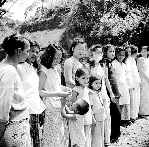慰安妇服务日军电影_日军摧残慰安妇 只能躺着吃饭团 哭诉自己不是橡皮
