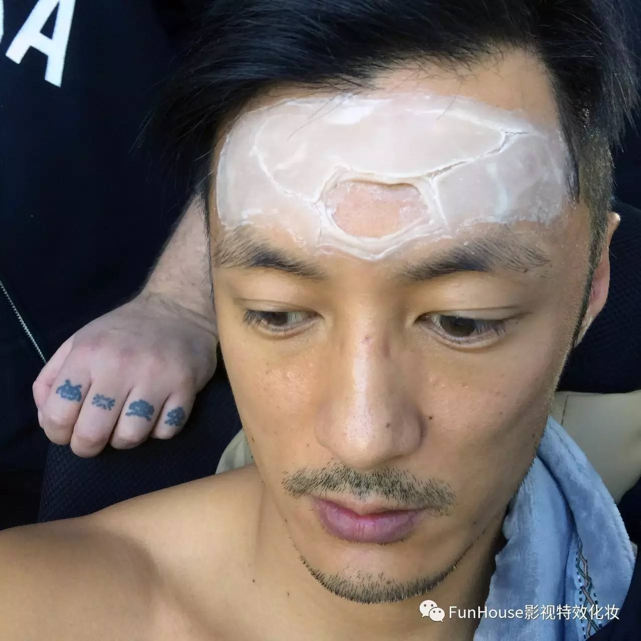 我们的二郎神有两套天眼特效妆(区别是额头上的天眼部位),首先是造型图片