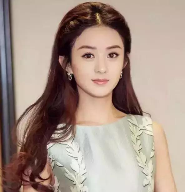 关之琳加长版齐刘海短发,额,这就不是短发了.不过还是很美啊!