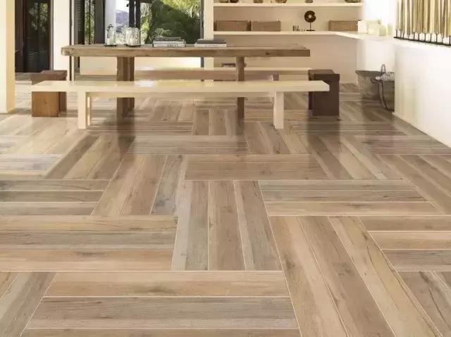 常用木纹砖的铺贴方式,除了与传统的陶瓷墙地砖一样的工字形,井字形中