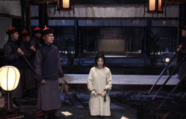 月15日凌晨,秋瑾从容不迫地走向刑场,被当街斩首,英勇就义,年仅