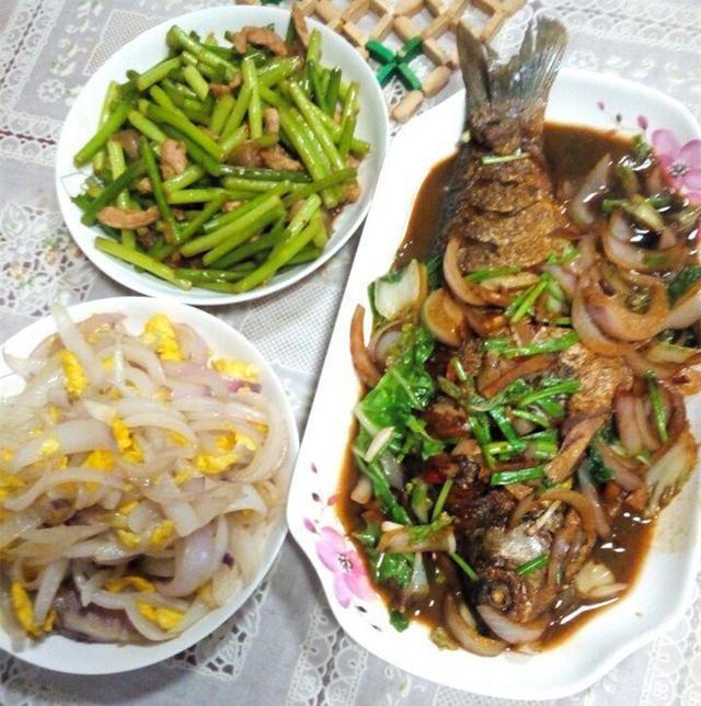 家里吃饭照片_第一次去婆婆家吃饭,饭菜很可口,我却有些不高兴