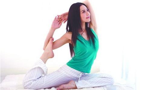 4,利用零碎时间瘦身:比如洗奶瓶时做下蹲运动,临睡前做仰卧起坐,宝图片
