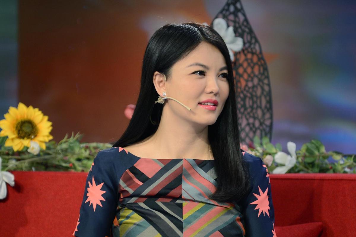 李湘晒_其实对比李湘早先纤瘦的照片,反而觉得如今丰满圆润的她更美艳动人