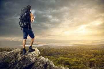 西北户外运动 雨天徒步登山需要注意的事项