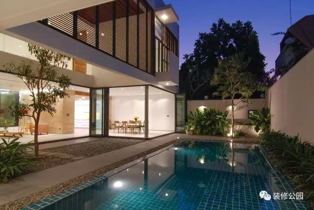 农村别墅未来什么样 车库庭院游泳池天窗全都要
