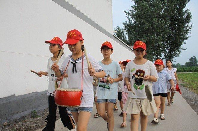 安徽濉溪县濉溪镇小小志愿者助力 美化家园 行动