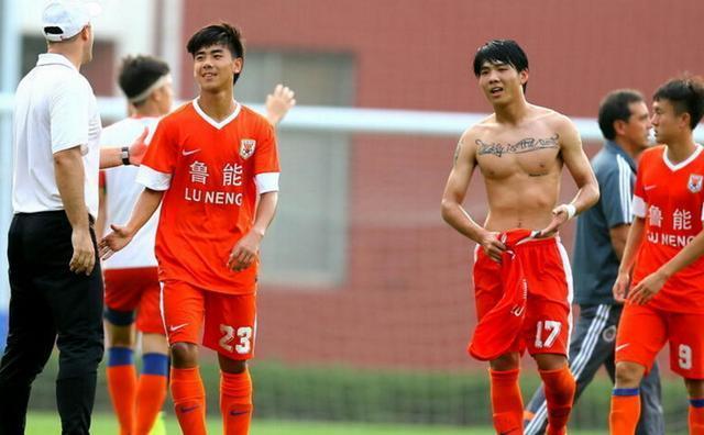 18岁中国前锋横空出世:职业赛场首秀破门太强悍!