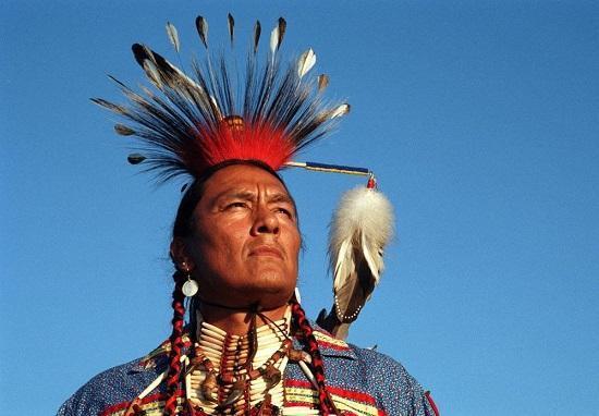 印第安人恨美国人_割去头皮的印第安人种族大屠杀,美国到底杀了多少